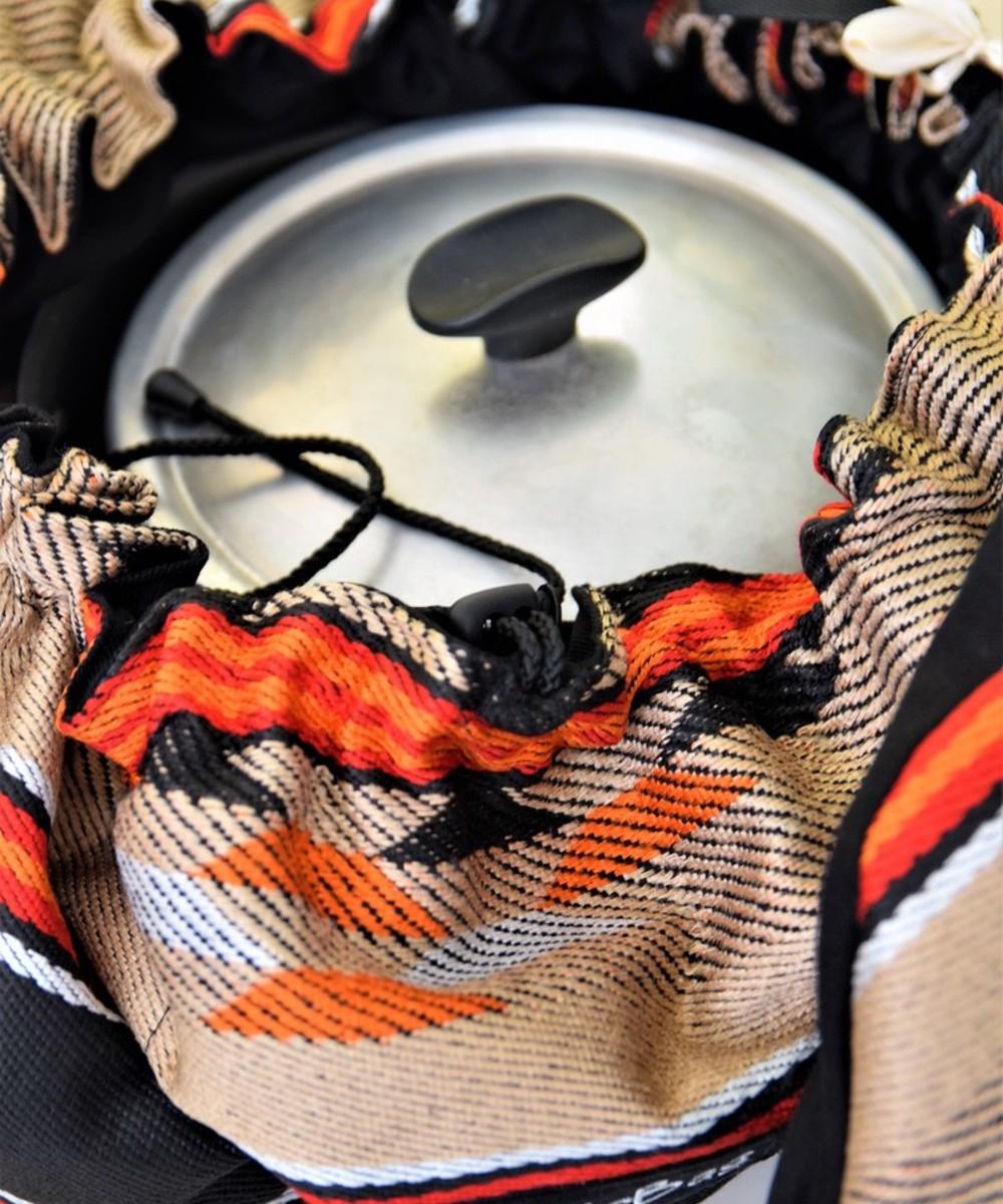 بقجة الطبيخ بقماش على الطراز البدوي والألوان البيج والأسود والبرتقالي  - متوسطة