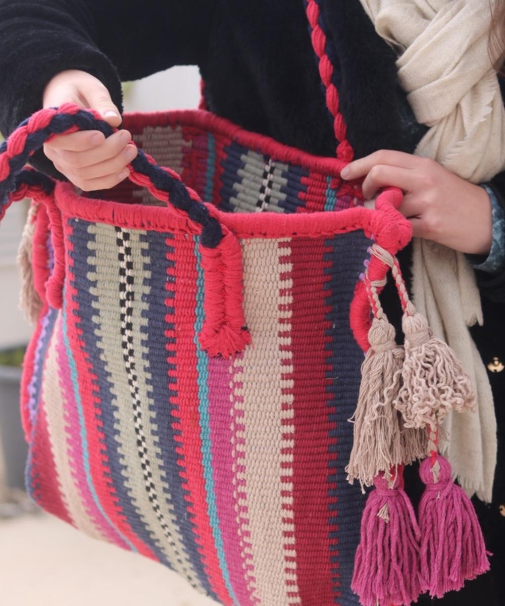 حقيبة ملونة كبيرة