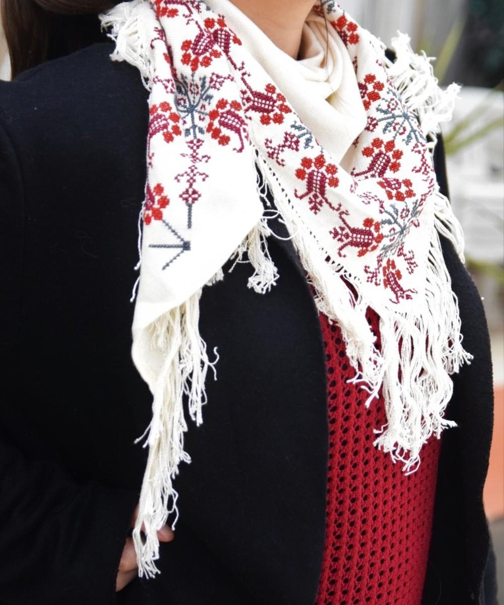 شال مطرز يدويا ( أحمر وأزرق وبنفسجي)
