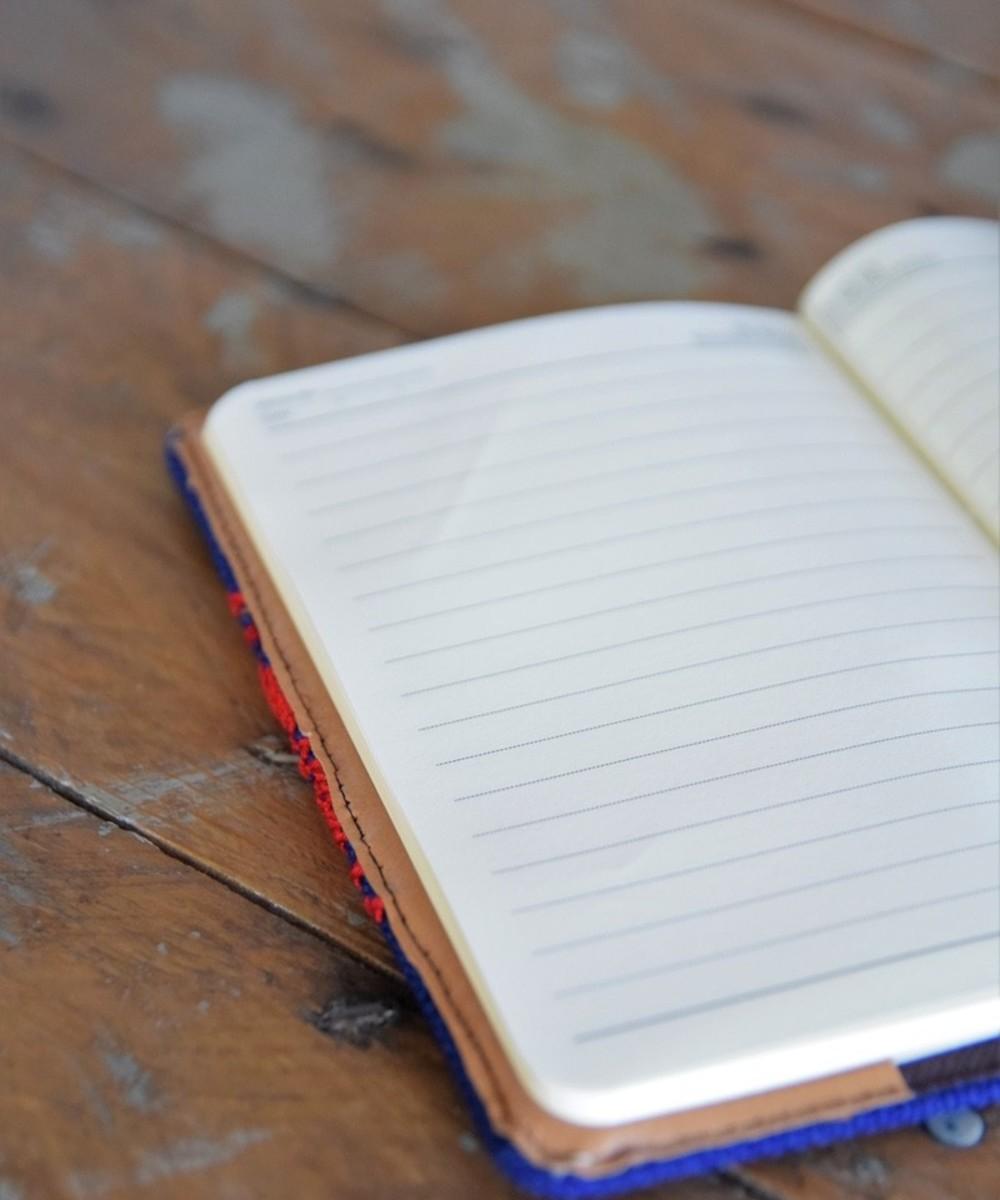 دفتر متوسط مطرز: أزرق و أحمر