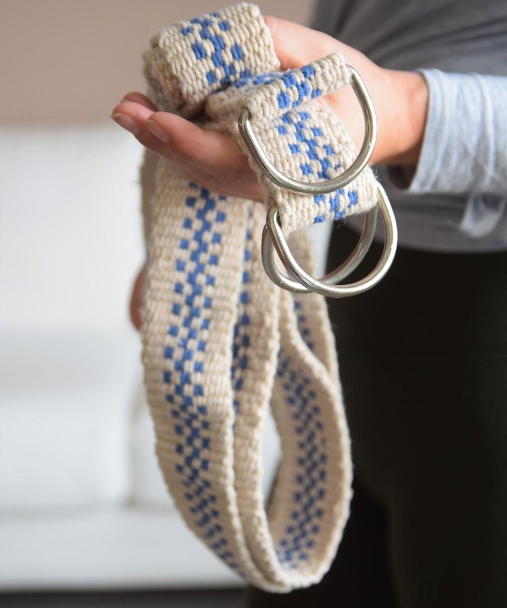 حزام يوجا باللونين البيج والأزرق