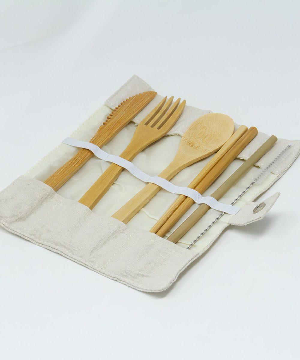 أدوات المائدة الخشبية