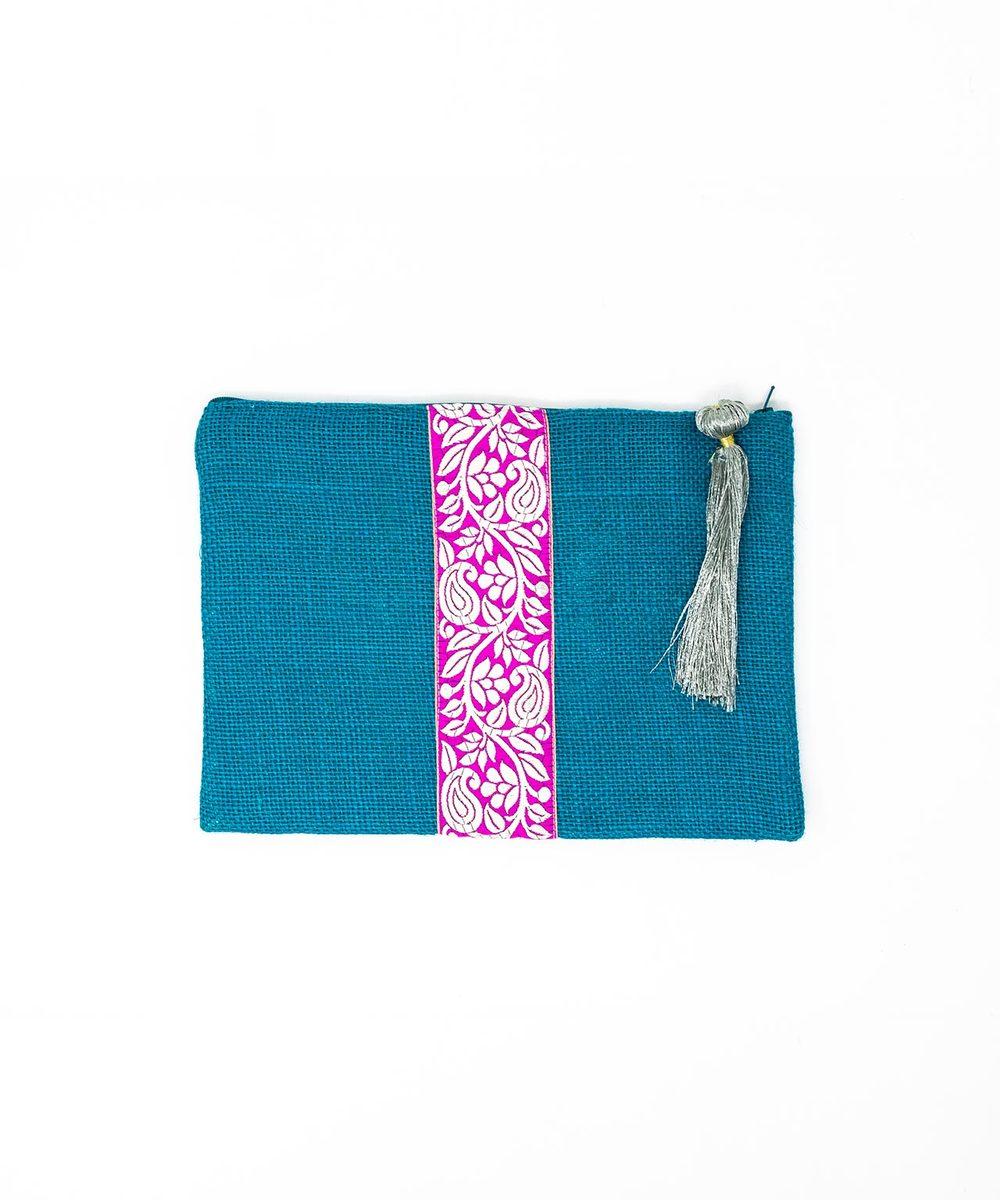 شنتة قماش أزرق بزخارف فوشية