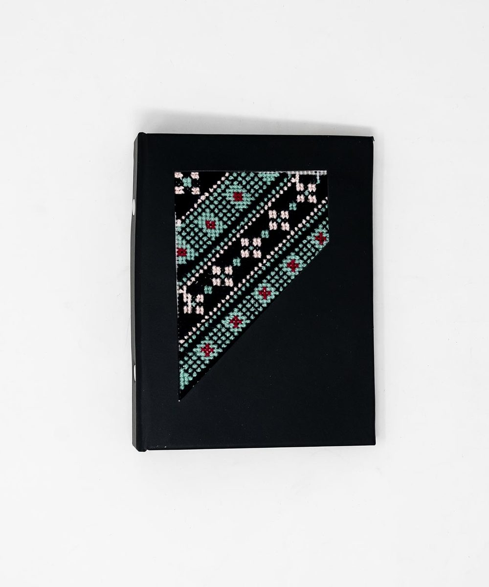دفتر بتطريز فلاحي بدرجات اللون الأزرق الفاتح والأحمر- حجم صغير