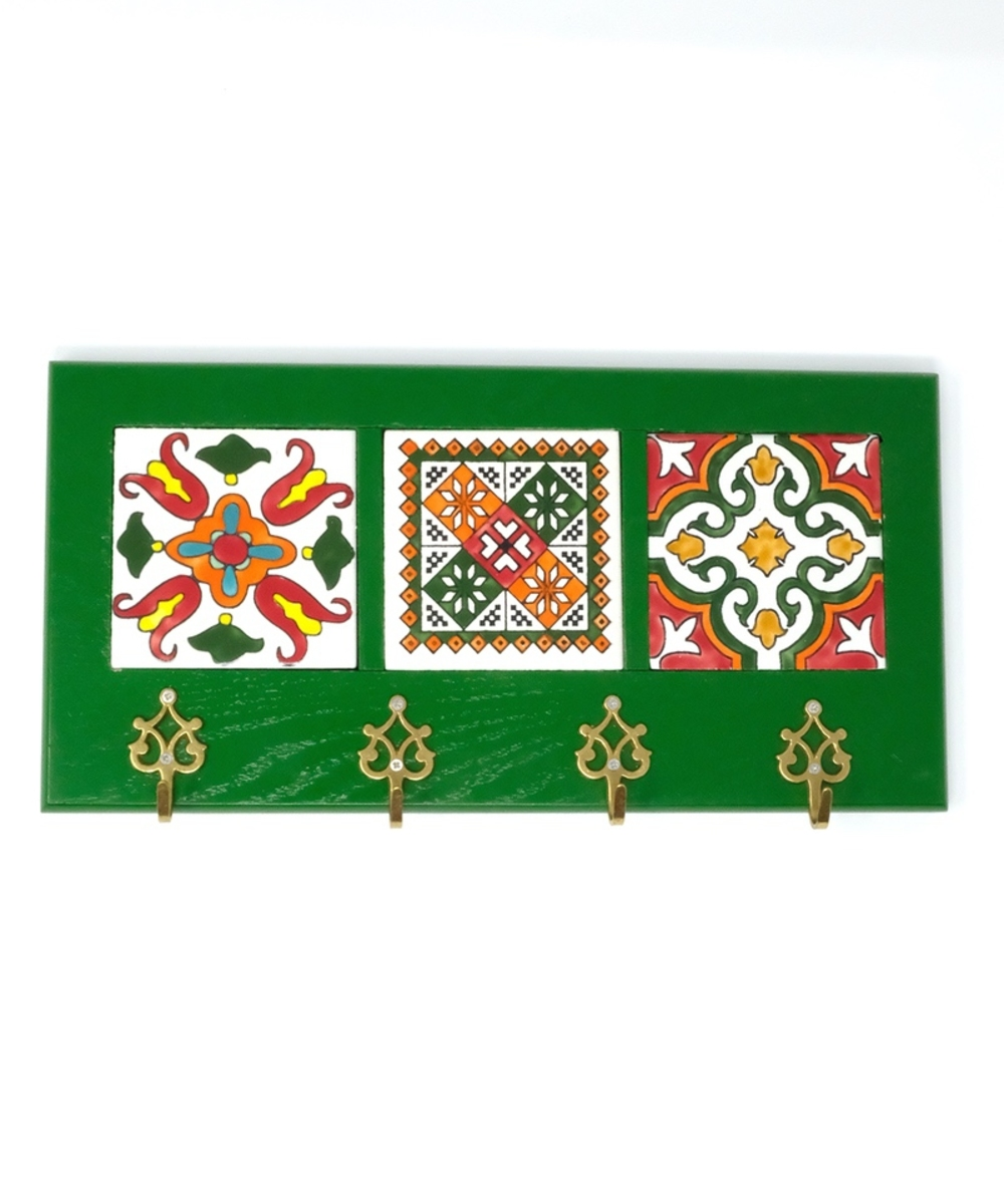 Decorative Key Hanger with Handpainted Ceramics (Green)