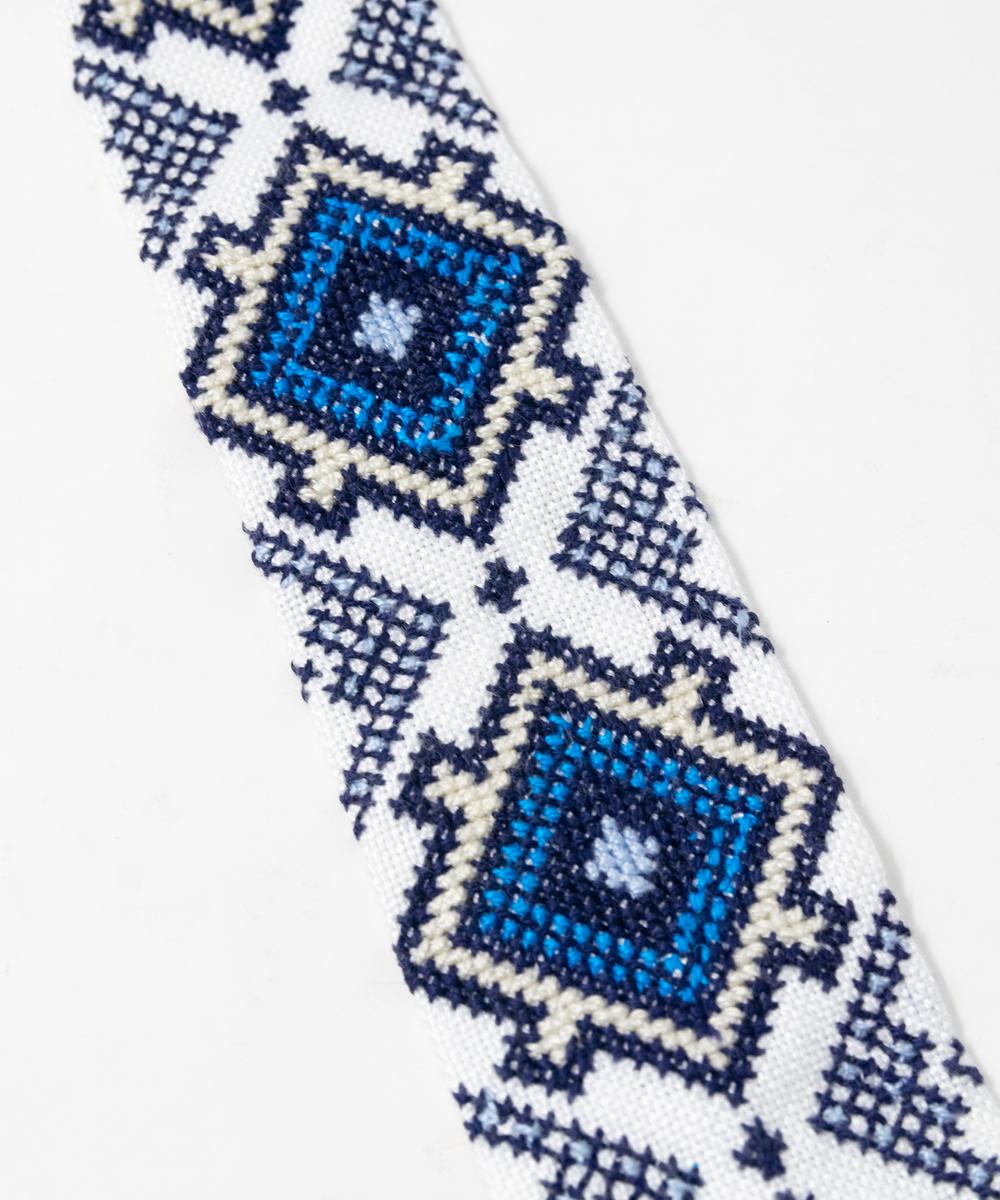 كرافة مطرزة زرقاء