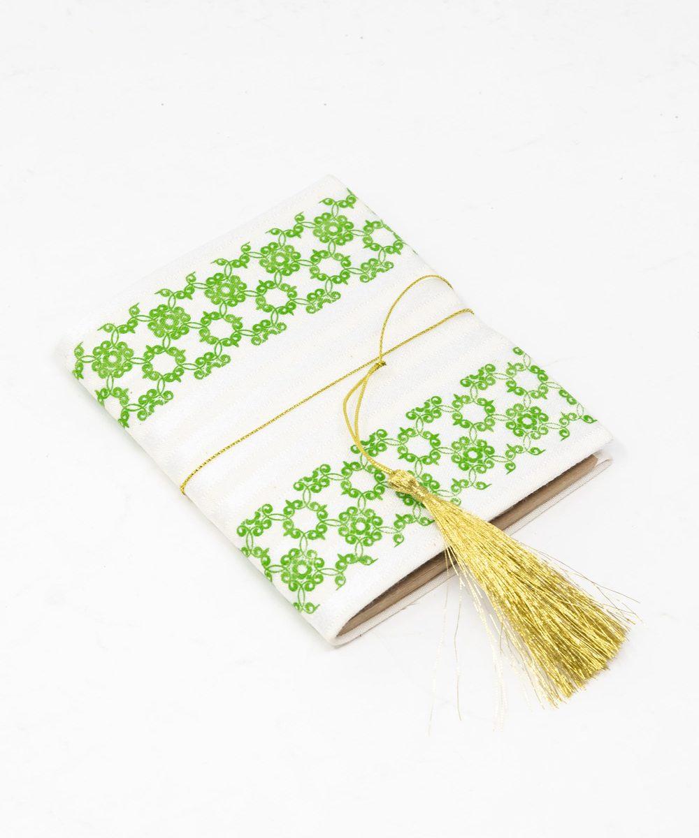 دفتر ملاحظات باللون الأخضر