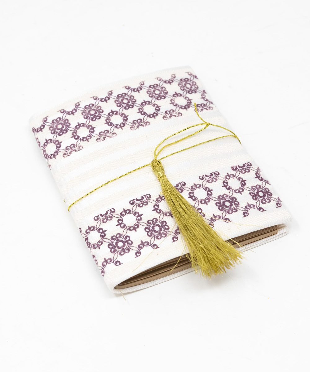 دفتر ملاحظات باللون الارجواني