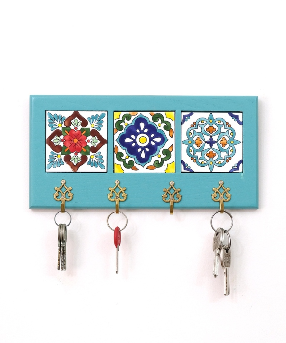 Decorative Key Hanger with Handpainted Ceramics (Light Blue)