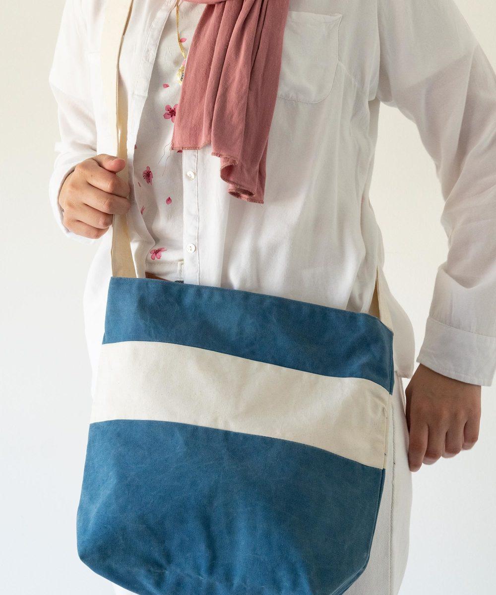 حقيبة يد - الأزرق والأبيض