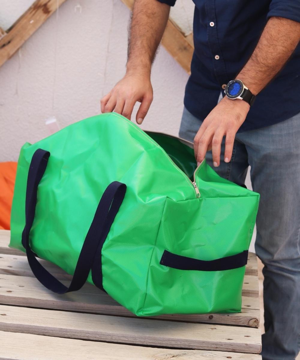 Travel Bag: Green