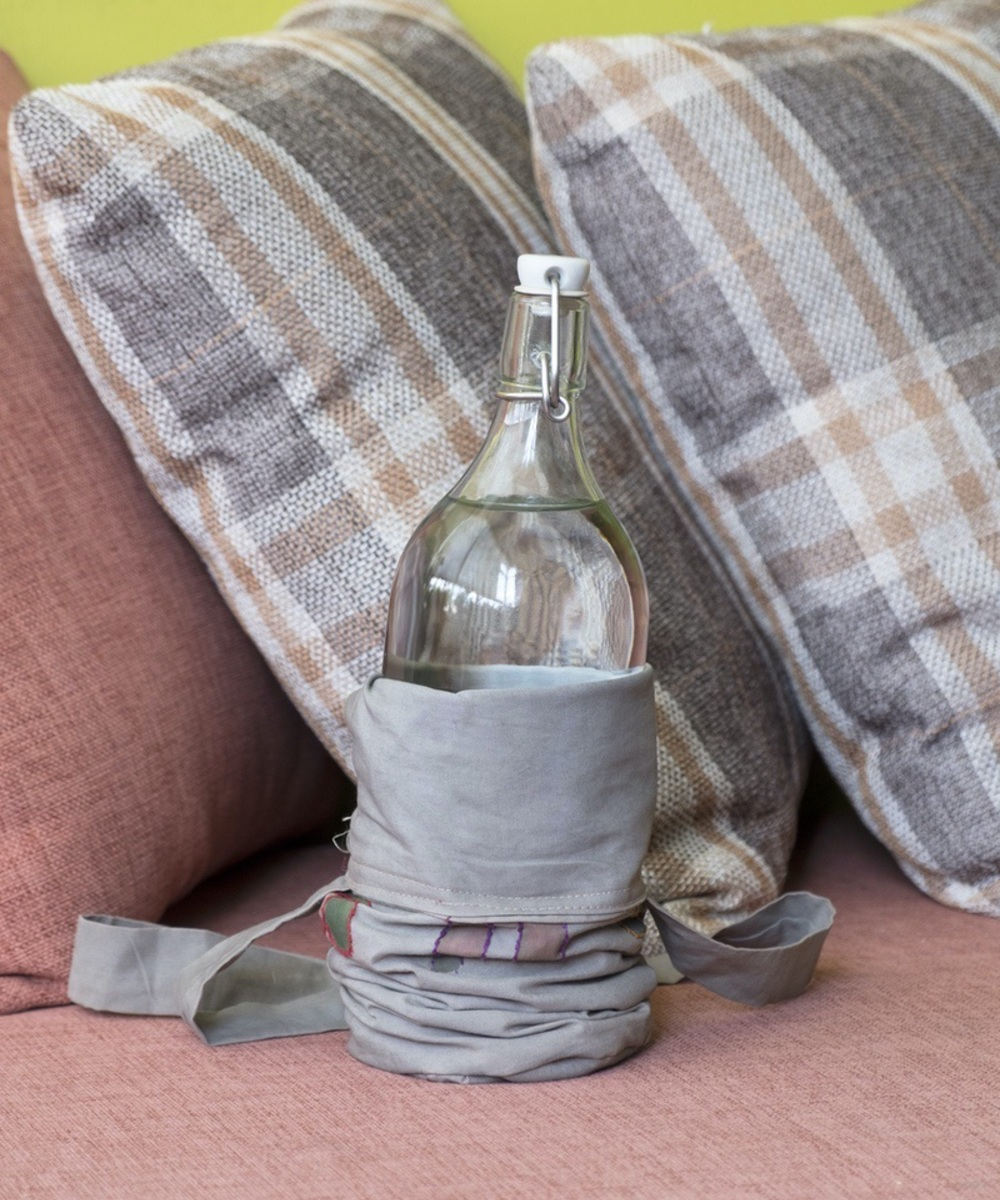 Water Bottle Cloth Holder with People Design (Grey)