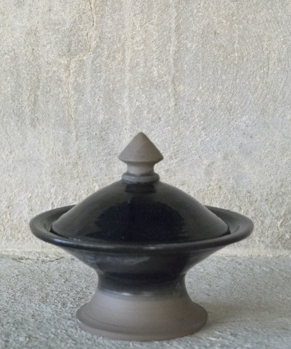 زبدية تقديم بغطاء (أسود)