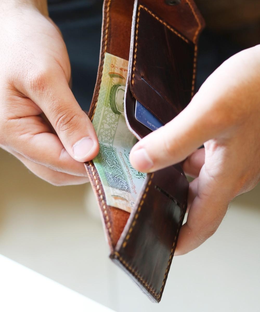 Classic Men's Wallet: Brown