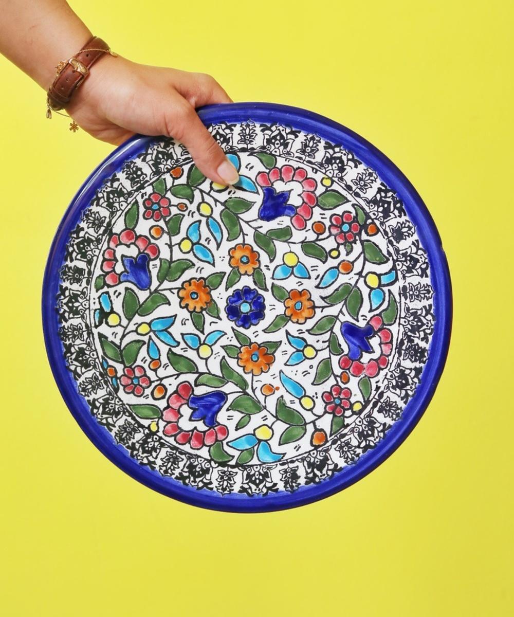 صحن تقديم كبير مزخرف يدويا بالأزهار الملونة