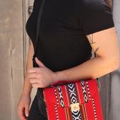 حقيبة حمراء بنسيج على الطراز البدوى وحزام جلدى