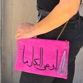 حقيبة باللون الزهرى - اوعى الكارما