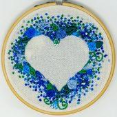 طارة بتطريز قلب حب مورد - أزرق