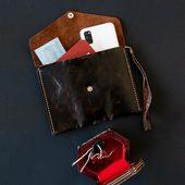هدية رجالية مؤلفة من حقيبة رجالية و صندوق مصدّف