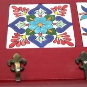 Decorative Key Hanger with Handpainted Ceramics (Red)