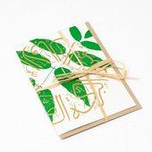 بطاقة بالكتابة العربية باللون الأخضر