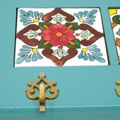 Decorative Key Hanger with Handpainted Ceramics (Light Blue)