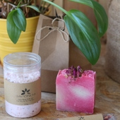 Bathtime Gift Set in Rose