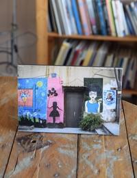 لوحة تعليق خشبية - صورة فن الشارع في عمان