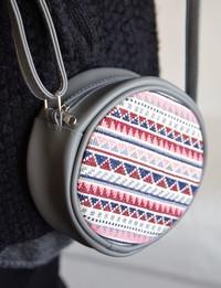 حقيبة دائرية مطرزة : رمادى