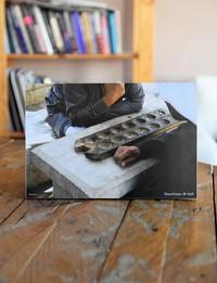 صورة على الخشب : لعبة المنقلة في السلط