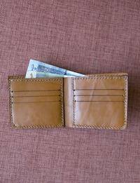 محفظة نقود من الجلد الطبيعي (بني)