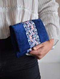 حقيبة يدوية مطرزة بزخارف هندسية