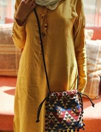 حقيبة بنسيج على الطراز البدوى وحزام من الجلد