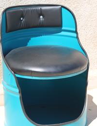 مقعد مصنوع بطريقة إعادة التدوير - أزرق