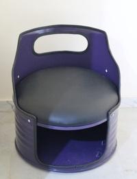 مقعد مصمم عن طريق إعادة التدوير - لون أزرق غامق