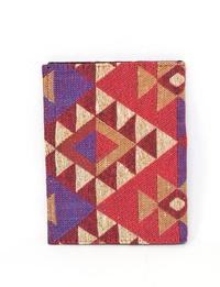 حافظة جواز سفر مستوحاة من الطراز البدوى بالوان متعددة