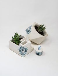 A Set of Two Plant Pots with Cardholder (Blue Decorations)