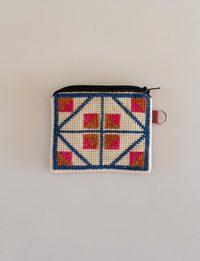 محفظة مربعة مطرزة بألوان الأزرق والبرتقالي والزهري