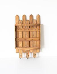 علاقة مفاتيح خشبية