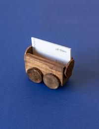 حاملة بطاقات خشبية