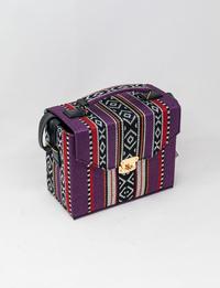 حقيبة بتصميم بدوي باللون البنفسجي