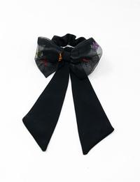 ربطة شعر سوداء مطرزة