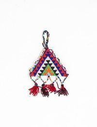 قلادة على شكل مثلث منسوجة يدويا (عدة ألوان)