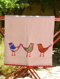منشفة قطنية مطرزة - إطار أحمر اللون