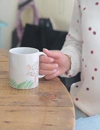 كوب قهوة و شاي- شجرة وعشب