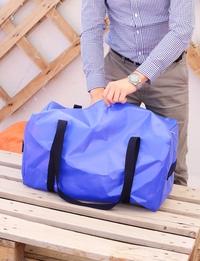 حقيبة سفر يدوية باللون الأزرق