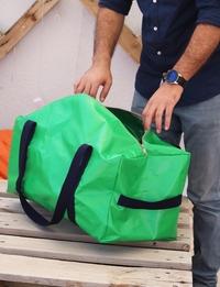 حقيبة سفر يدوية باللون الأخضر