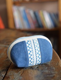 Embroidered Coin Purse: Blue and White