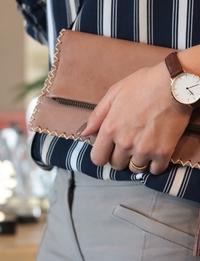 حقيبة يد جلدية صغيرة