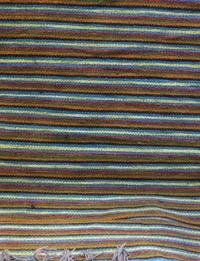 سجادة ملونة بخيوط رفيعة